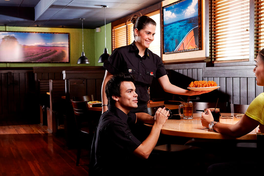 Outback Steakhouse abre 100 vagas para unidade que será inaugurada no Shopping Pátio Paulista